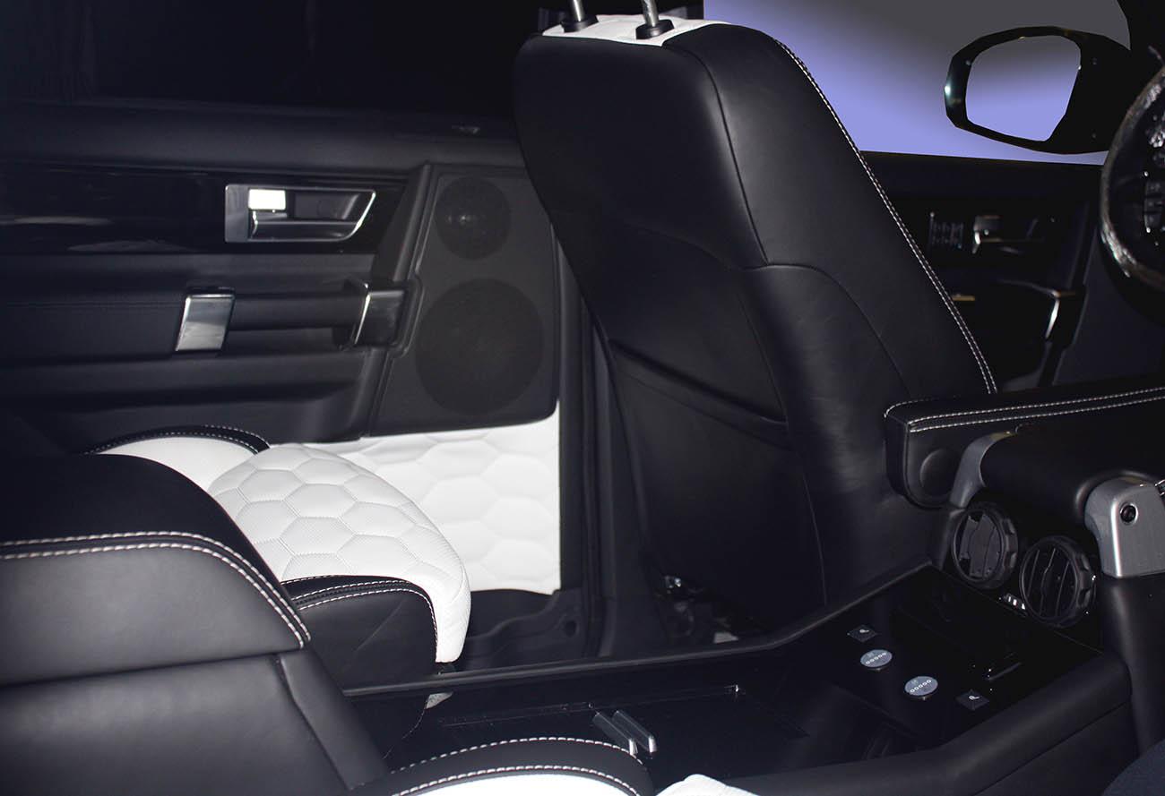 Установка комфортных раздельных кресел в Land Rover Discovery